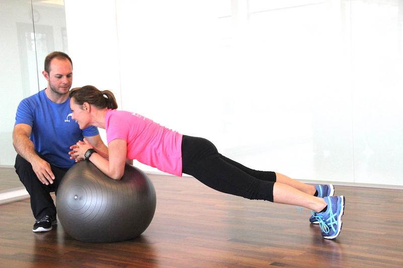 koerperbrett-auf-pezzyball-training
